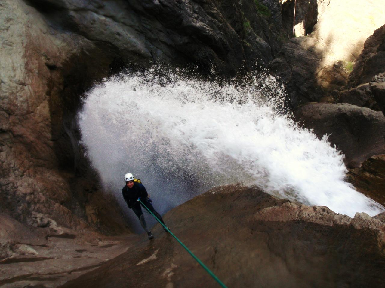 Descente en rappel dans le Canyon des Oulles de Fressynière